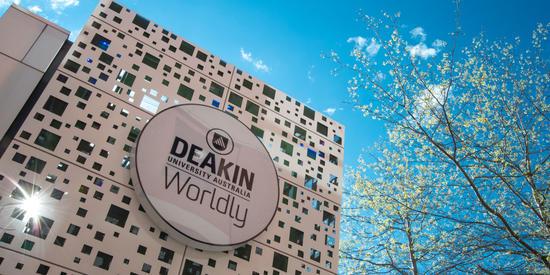 Deakin Alumni: Win 1 of 50 Gift Cards