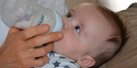 Deakin infant nutrition expert shares best practice tips for formula feeding