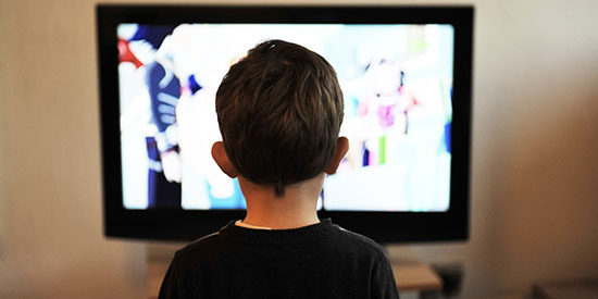 Study shows TV junk food ban a cost-effective way to address childhood obesity