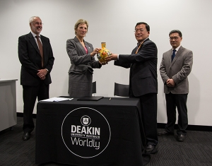 Professor Lee Astheimer and Professor Xuliang Zhuang exchange gifts at the signing of an MOU between Deakin and RCEES.