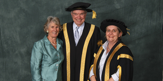 Vale Dr Richard Searby AO QC, Deakin's fourth Chancellor